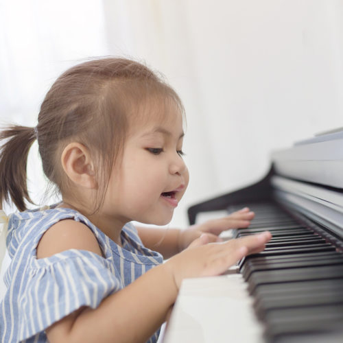 Fun learning activities in piano lessons for kids